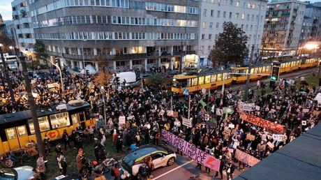 Weitere Proteste gegen Verschärfung des Abtreibungsgesetzes in Polen – Demonstranten legen Verkehr lahm.