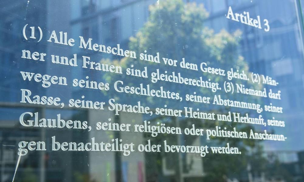 """Neues Wort gesucht: Begriff """"Rasse"""" soll aus dem Grundgesetz gestrichen werden"""