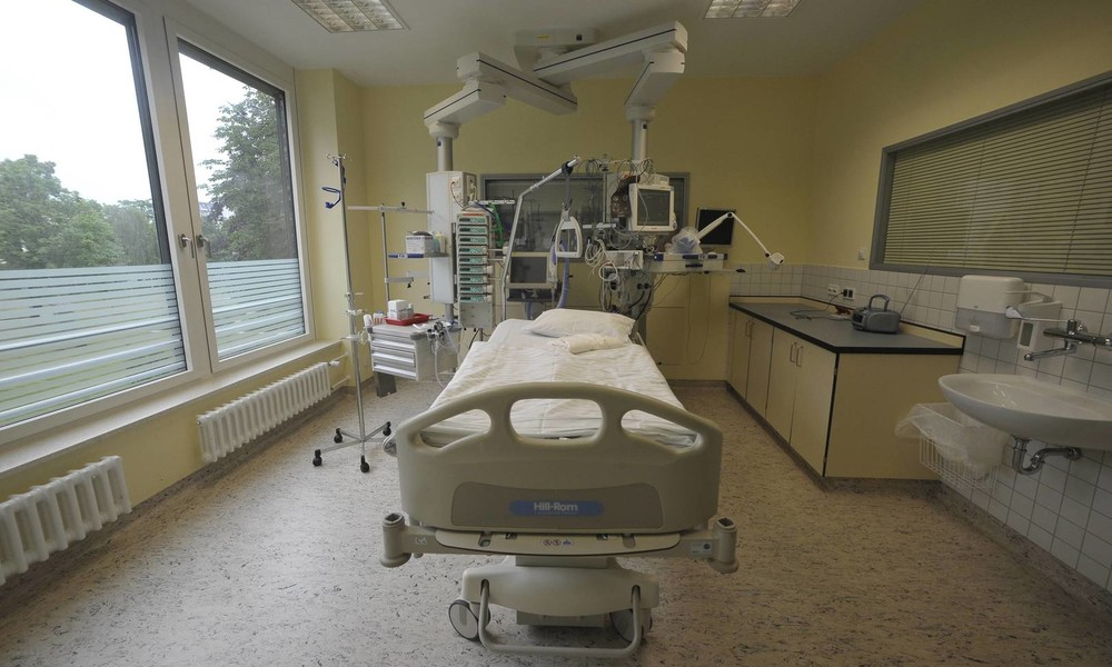 Drohen deutschen Krankenhäusern dramatische Engpässe bei Intensivbetten?