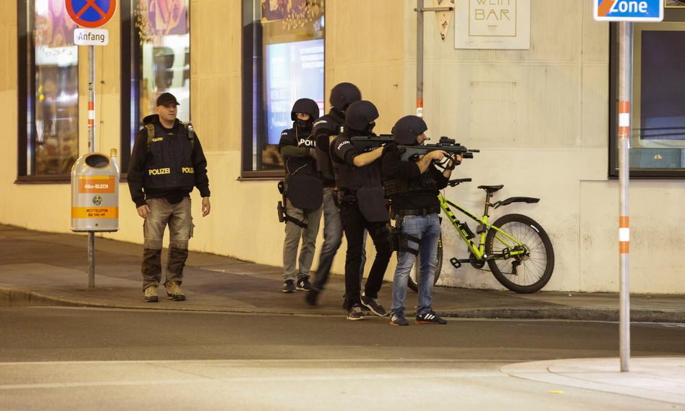 Österreichs Kanzler Kurz: Mehrere sehr gut ausgerüstete Täter weiter auf der Flucht