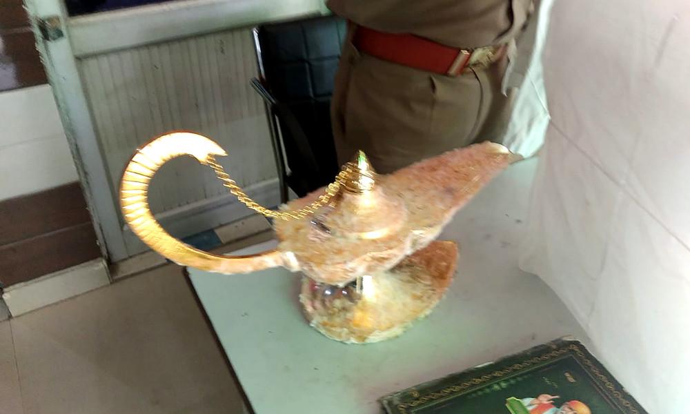 """Indischer Arzt kauft """"Aladins Wunderlampe"""" für 41.600 US-Dollar"""