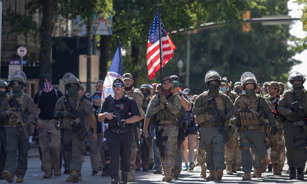 USA am Wahltag: Gouverneure erklären Ausnahmezustand – Bewaffnete Milizen mobilisieren zum Kampf