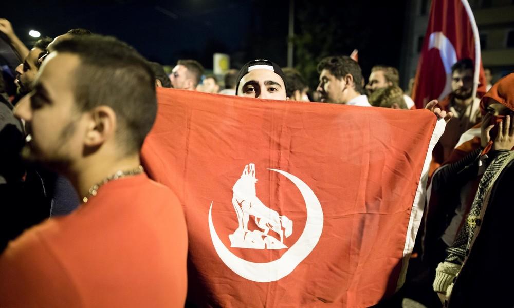 Frankreich: Verbot der türkischen rechtsextremen Grauen Wölfe in Planung