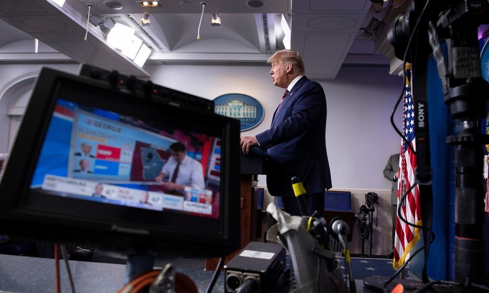 """""""Unparteiischer"""" Journalismus? – US-Sender beschneiden Trumps Rede zu Wahlbetrug und zünden Debatte"""