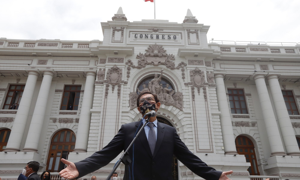 Peru: Präsident Martín Vizcarra vom Parlament seines Amtes enthoben