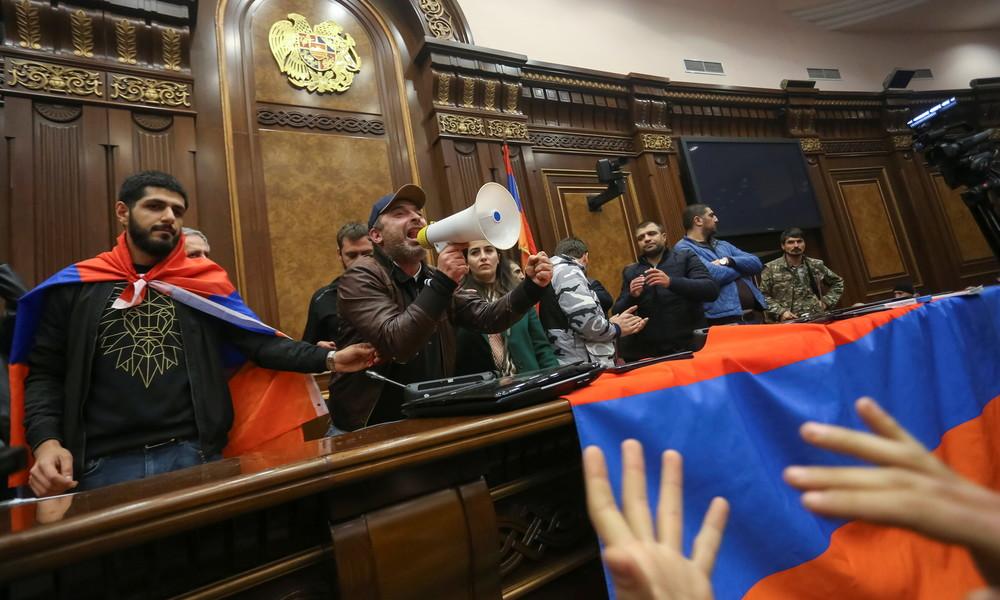 Bergkarabach-Friedensabkommen - Reaktionen in Armenien und Aserbaidschan