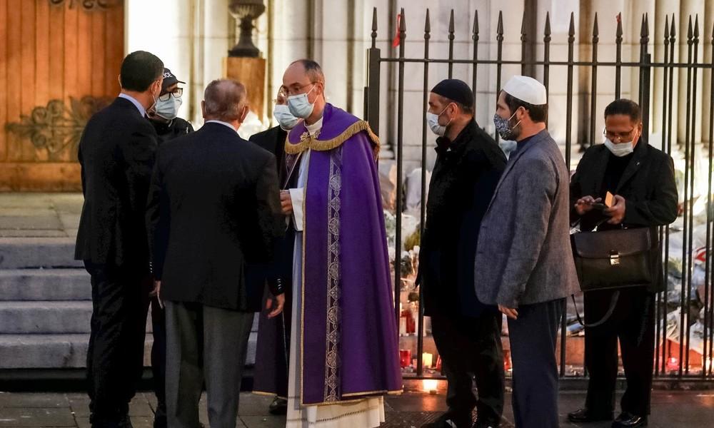 Frankreich: Muslime beschützen christliche Kirche nach Messerattacke in Nizza