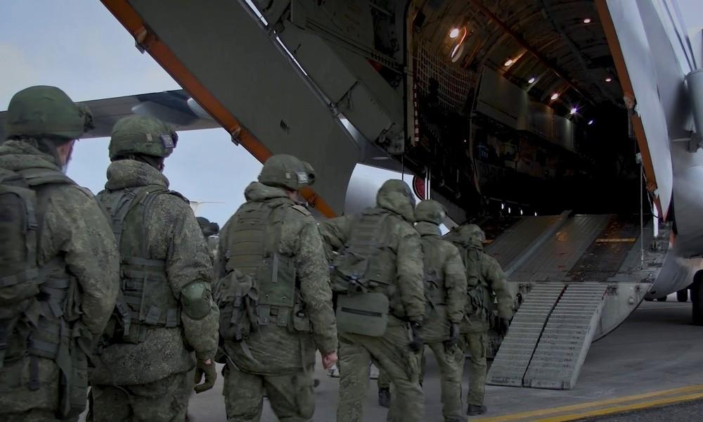 Friedensabkommen in Bergkarabach: Erste 400 russische Friedenssoldaten kommen in Armenien an