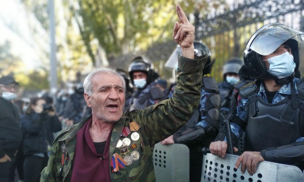 Armenien: Opposition fordert Rücktritt des Premiers – Gewalttätige Proteste gegen Friedenspakt