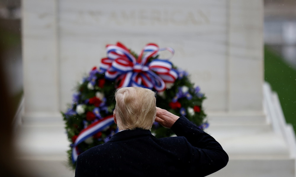 LIVE: Trump nimmt an der Feier zum Nationalen Veteranentag in Arlington teil