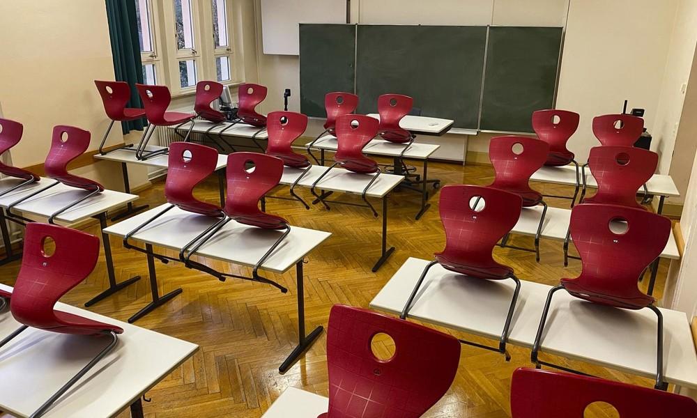 300.000 Schüler in Quarantäne: Lehrerverband fordert Wechselbetrieb und halbierte Klassen