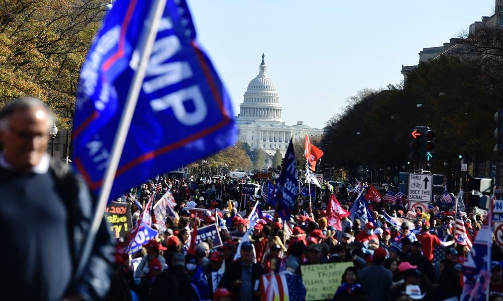 """Tausende Trump-Anhänger protestieren in Washington gegen """"gestohlene Wahlen"""""""