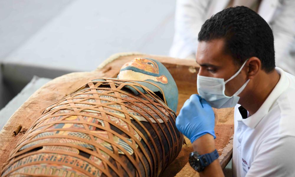 Archäologen finden bei Kairo mehr als 100 altägyptische Sarkophage