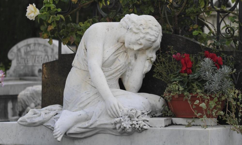 Panne bei Webseiten-Update: Französischer Radiosender erklärt rund 100 Persönlichkeiten für tot