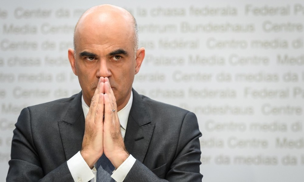 """""""Schreckung der Bevölkerung"""" – Corona-Skeptiker rufen zu Anzeigen gegen Schweizer Regierung auf"""
