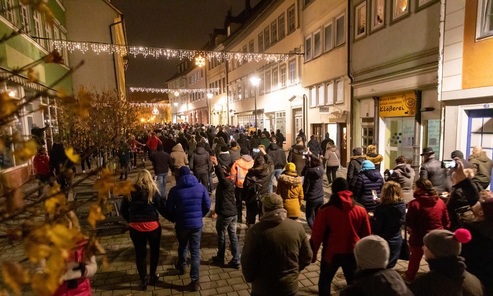 Protest in Corona-Hotspot Hildburghausen – Polizei setzt Pfefferspray ein