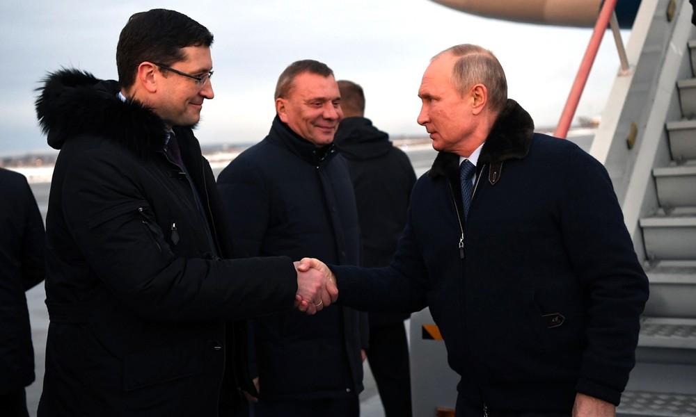 Warum hält Putin die Corona-Regeln nicht ein? – Der Kreml gibt Erklärung ab
