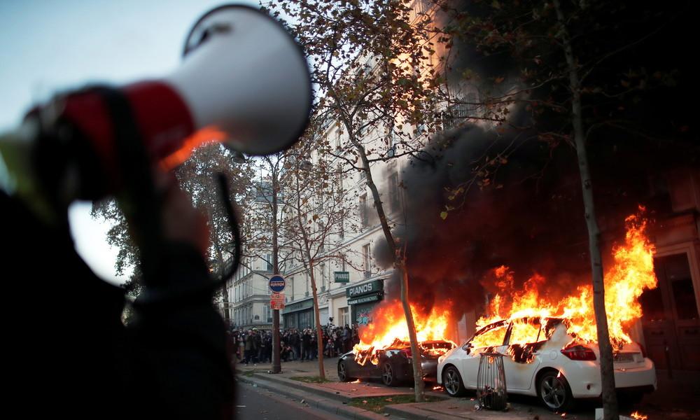 Massiver Protest in Frankreich gegen umstrittenes Sicherheitsgesetz: Tränengas, Knüppel, Barrikaden