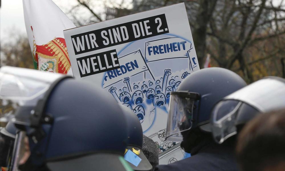 """Bayerns Innenminister Herrmann: """"Querdenker"""" bislang kein Beobachtungsobjekt des Verfassungsschutzes"""