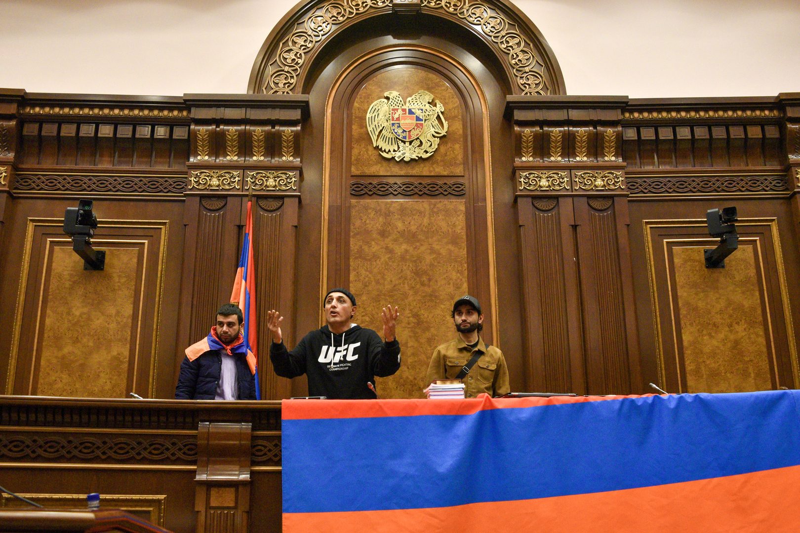 Die Armenier protestieren gegen die Zustimmung des Landes, die Kämpfe mit Aserbaidschan über die umstrittene Region Berg-Karabach innerhalb des Parlaments in Jerewan zu beenden. 10. November 2020.
