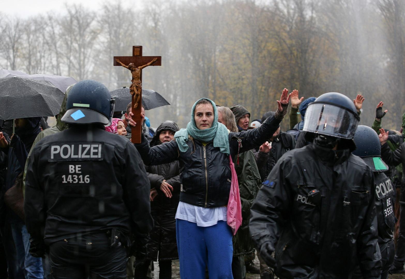 """""""Aggressiv, schwarze Stunde, hysterisch"""" – Medienreaktionen auf gestrige Demonstration in Berlin"""