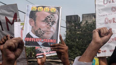 Symbolbild: Proteste gegen die Politik des französischen Präsidenten Emmanuel Macron in Kalkutta, Indien, 31. Oktober 2020.