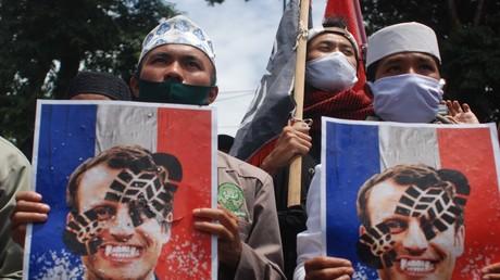 Demonstranten am 2. November 2020 vor dem Französischen Institut in Bandung, Indonesien.