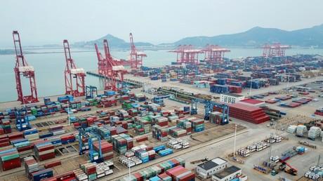 Eine Luftaufnahme zeigt den Containerhafen in Lianyungang in der ostchinesischen Provinz Jiangsu am 13. Oktober 2020.