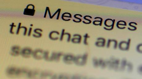 Eine Verschlüsselungsmeldung wird im Messenger WhatsApp angezeigt.
