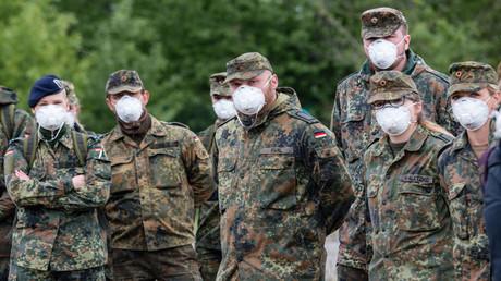 Bundeswehrsoldaten stehen zum Einsatz im Inland bereit
