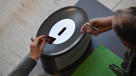 Bundestagsabgeordnete geben ihre Stimme zur Änderung des Infektionsschutzgesetzes ab (18. November).