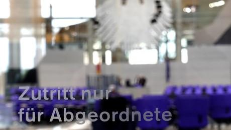 Blick in den Plenarsaal des Bundestags - Zugang nur für Abgeordnete (Symbolbild)