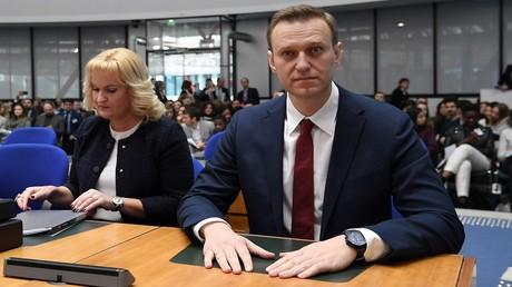 Der russische Oppositionsführer Alexei Nawalny (rechts) und seine Anwältin Olga Michajlowa bei einer Anhörung beim Europäischen Gerichtshof für Menschenrechte in Straßburg am 24. Januar 2018.