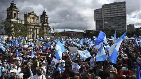 Guatemala: Kongress nimmt umstrittenen Haushaltsplan nach  Sturm auf Regierungspalast zurück
