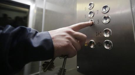 Inferno im Aufzug: Russe verfehlt nur knapp Darwinpreis 2020