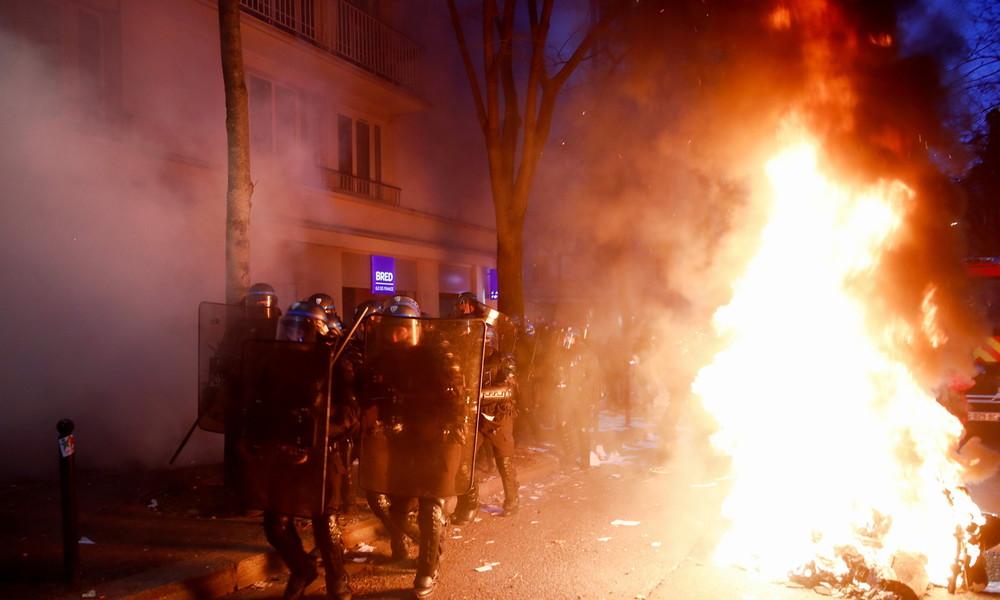 Paris: Schwere Krawalle bei Demo gegen geplantes Sicherheitsgesetz