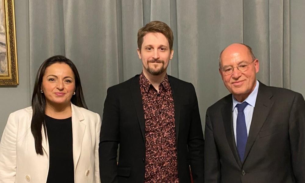Gysi und Dağdelen besuchen Snowden in Moskau und appellieren an Bundesregierung