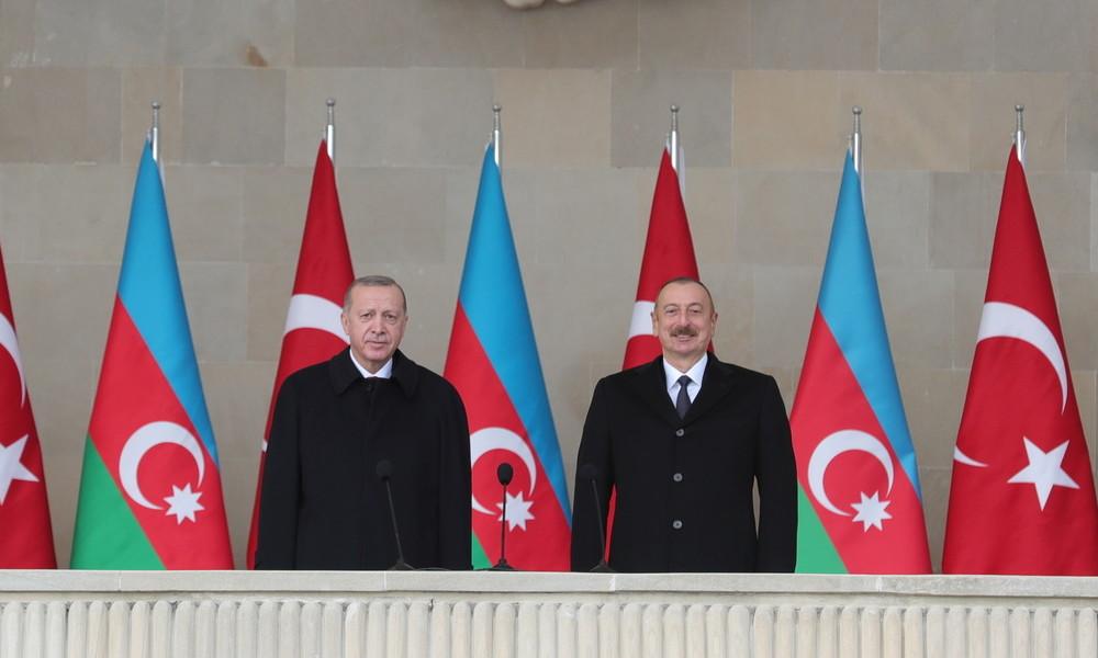 Siegesparade in Baku: Erdoğan provoziert Iran mit Gedicht über Grenzfluss Aras