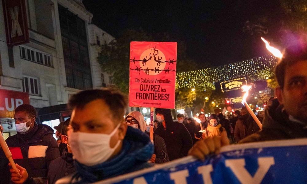 """Paris: """"Nicht als normale Bewohner anerkannt"""" – Migranten ohne Papiere demonstrieren"""