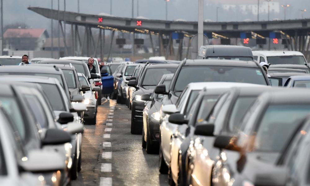 Lange Kolonnen an den Balkangrenzen: Trotz Corona fahren Tausende über Feiertage in die Heimat