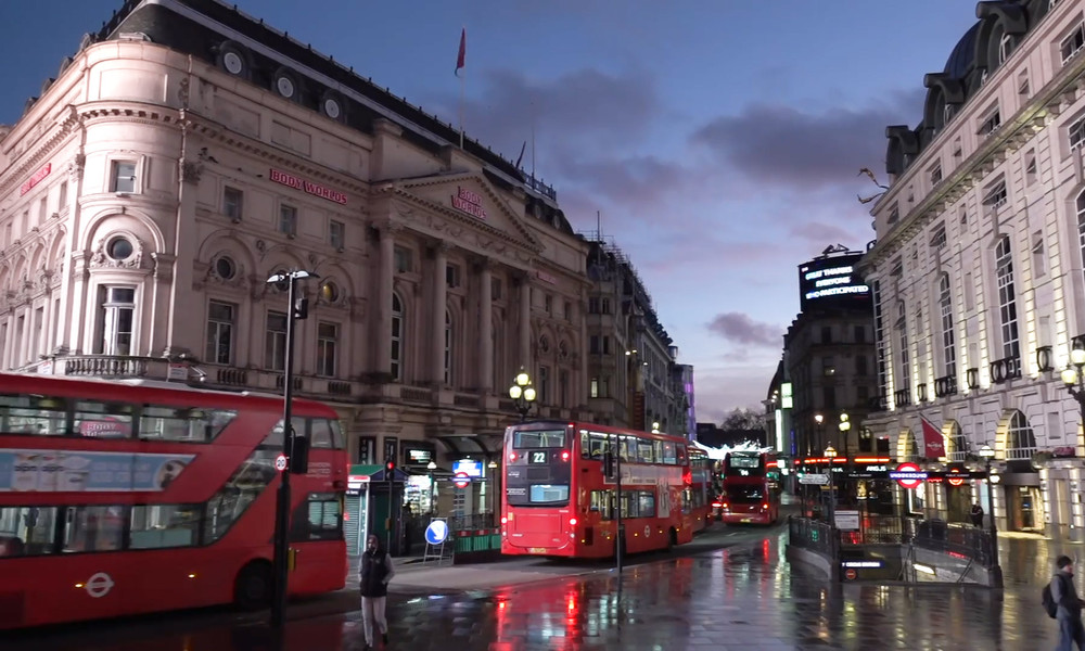 """""""Sie halten uns für Idioten!"""" – Londoner unzufrieden über Verbot von Weihnachtsfeiern"""