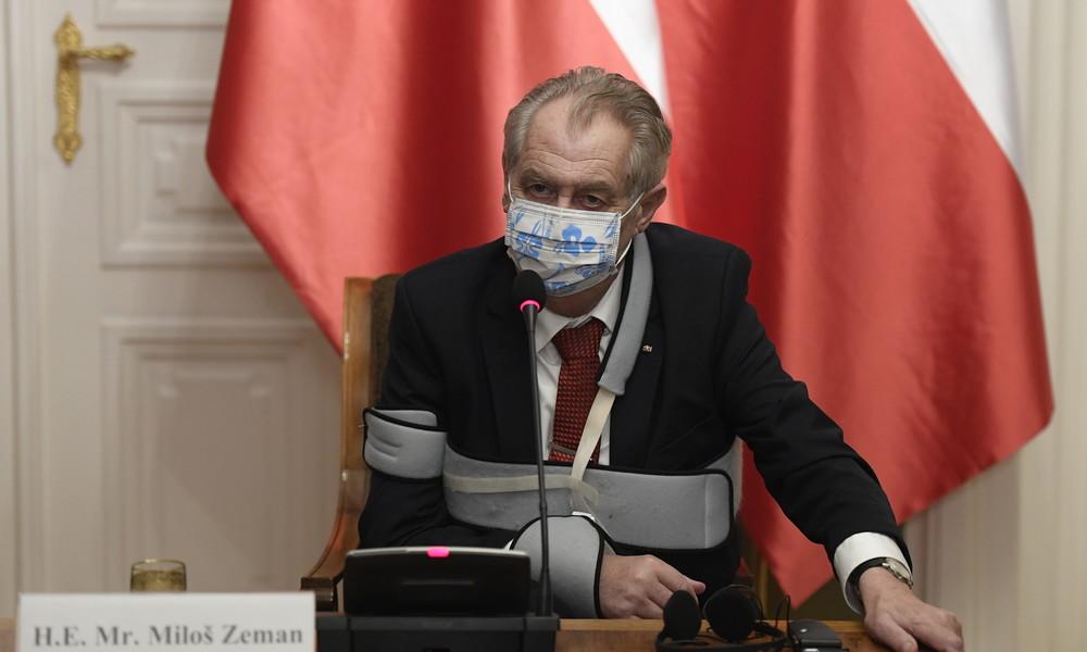 """""""Tiefster Verachtung würdig"""": Tschechiens Präsident greift Journalisten an und ruft zum Impfen auf"""