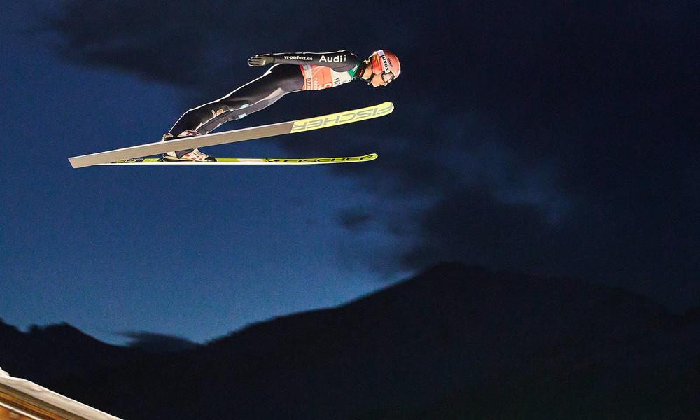 Karl Geiger gewinnt erste Etappe der Vierschanzentournee