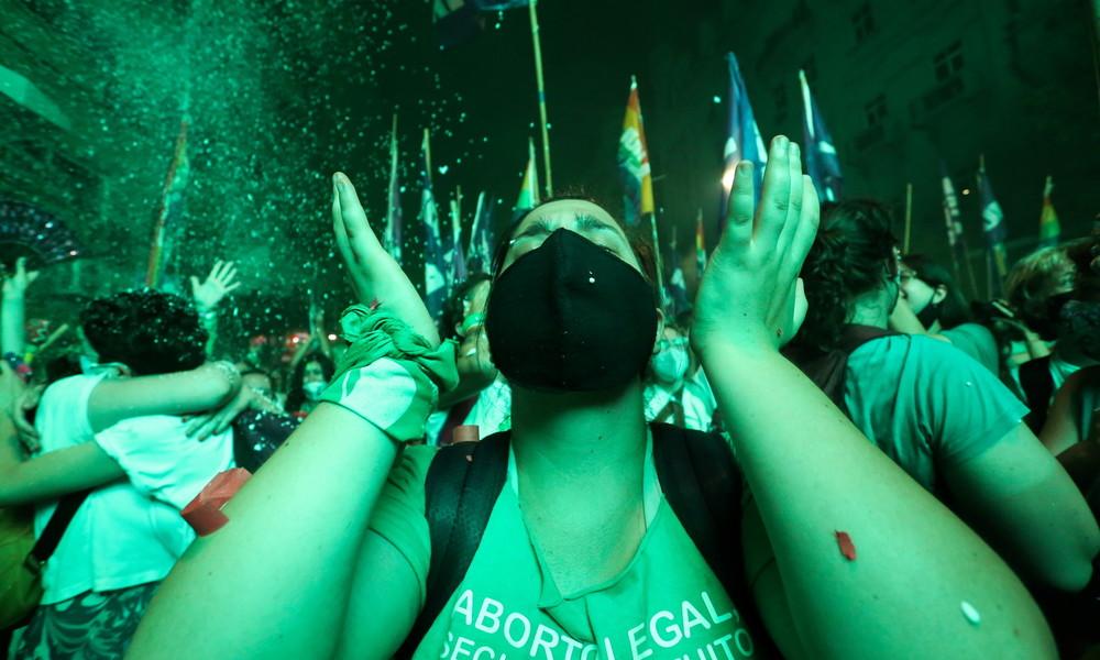 Argentinien: Heimatland von Papst Franziskus legalisiert Abtreibungen