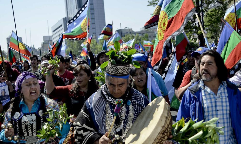 Chile erkennt Mapuche-Indianer als Nation an und gibt verpachtetes Land zurück