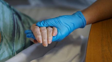 Robert Koch-Institut: 87 Prozent der Corona-Toten sind älter als 70 – Durchschnitt beträgt 83 Jahre