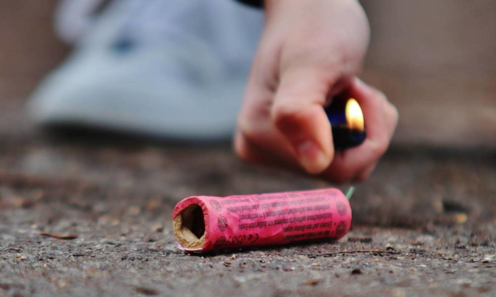 Silvesternacht: 24-Jähriger stirbt bei Unfall mit Feuerwerkskörper, Supermarkt brennt aus