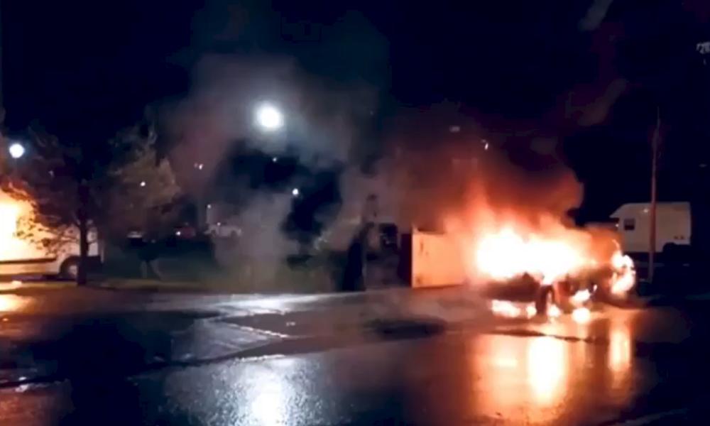 Alle Jahre wieder: Randalierer zünden mindestens 30 Autos in Straßburg an (VIDEOS)