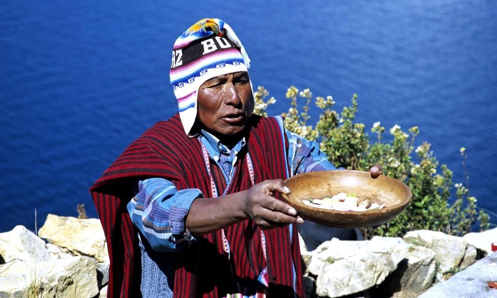 Bolivien: Präsident Arce empfiehlt den Einsatz traditioneller indigener Medizin