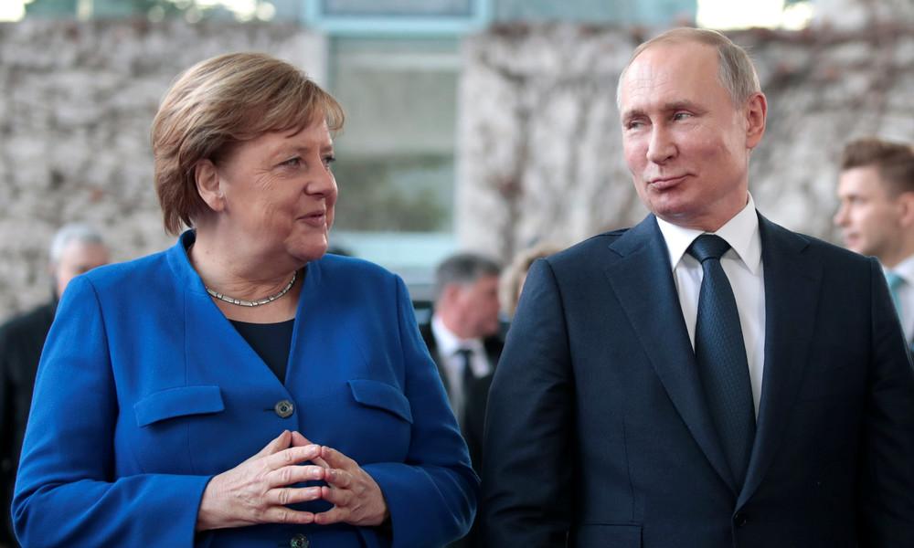 Putin und Merkel telefonieren über gemeinsame Corona-Impfstoffproduktion und Ukraine-Konflikt